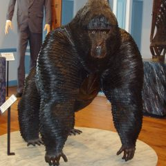 Gorilla Statue Made of Nails [Photo]