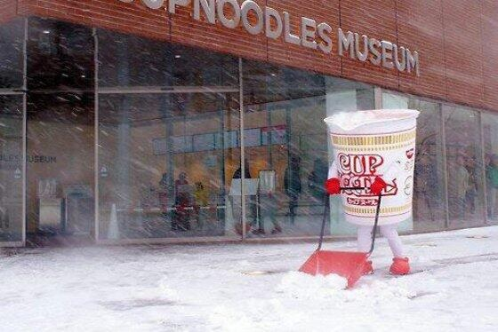 Cup Noodles Shoveling Snow is Heartbreaking