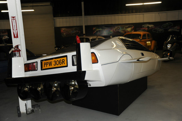 1Million-James-Bond-s-Submarine-Car-For-Sale-On-3